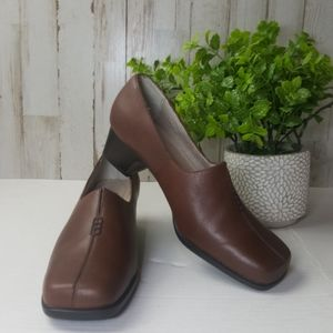 Strictly Comfort block heel brown leather shoes